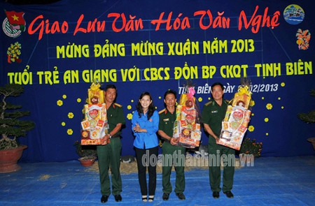 An Giang&#x3A; Giao lu mng ang mng Xun Quy Ty nm 2013